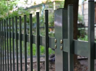 забор из трубы профильной фото